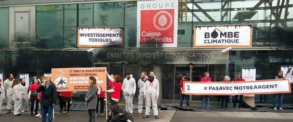 """Cop 24 : Attac France """"redécore"""" la façade de la Caisse des dépôts 09031049a0525a463192fe47cdbb2ad1"""